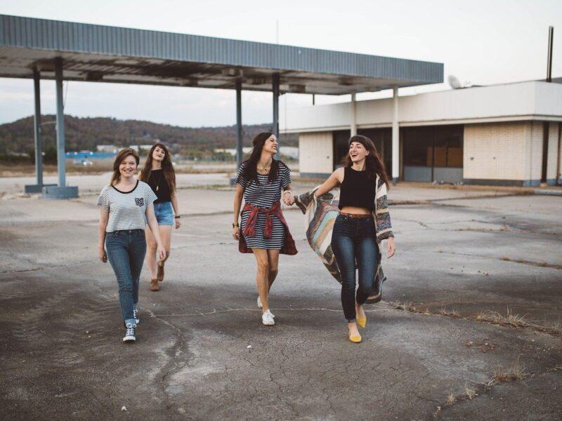 Jak pomóc młodym ludziom wejść w dorosłe życie?