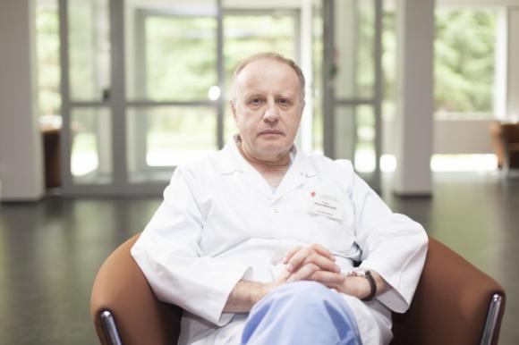 Prof. Adam Witkowski: Miejmy świadomość, że koronawirus uszkadza serce